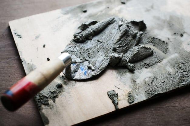 על ההבדלים בין טיח צמנט לטיח גבס
